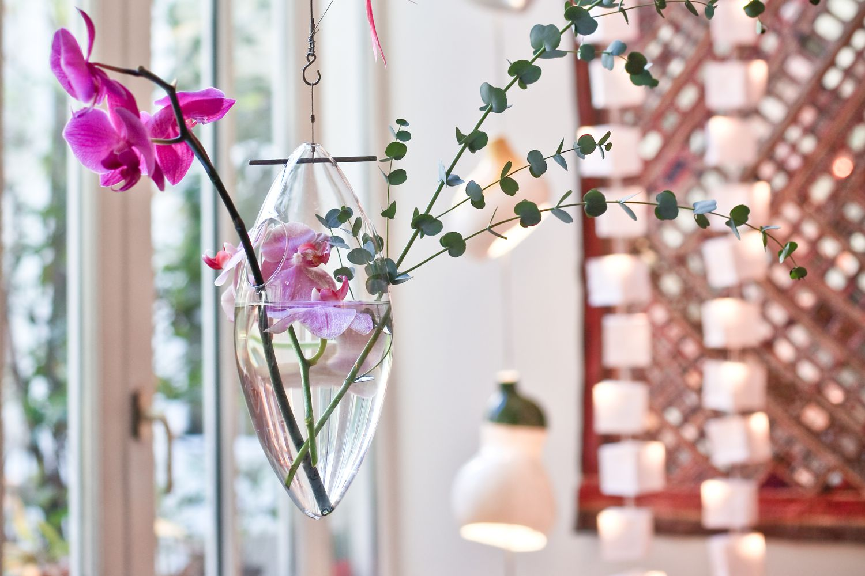 5 BEAUTIFUL VASES TO HOUSE YOUR SPRING FLOWERS - LADYLANDLADYLAND