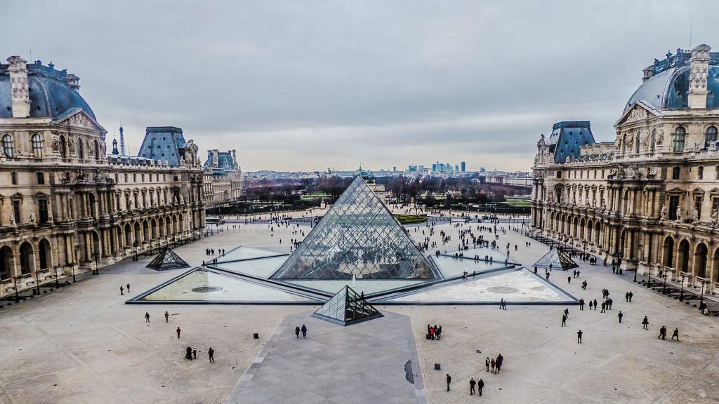 LADYLAND_ladyloop_Nils_Frahm_Louvre_Paris