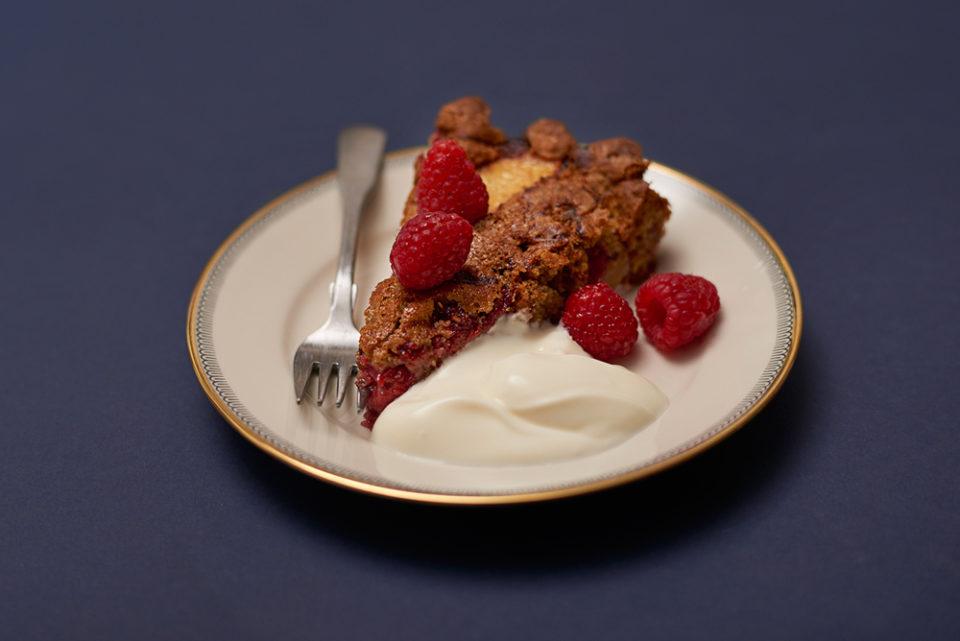pistacchio raspberry 'n' peach cake - slice