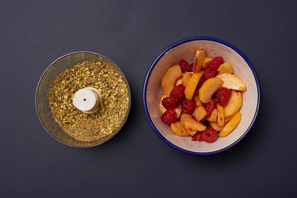 pistachio raspberry 'n' peach cake - step 1