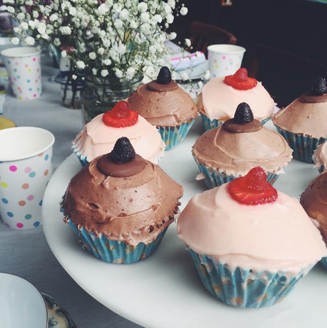 ladyland_babyshower-boob-cupcakes_02