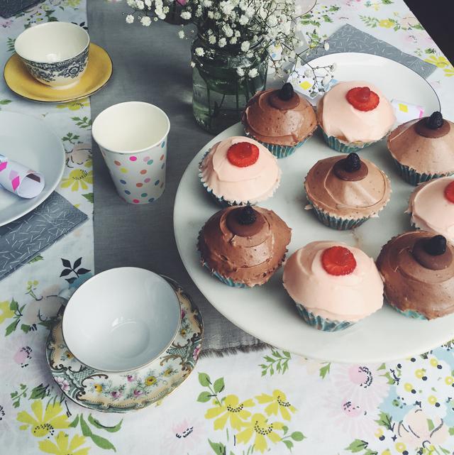 ladyland_babyshower-boob-cupcakes_03