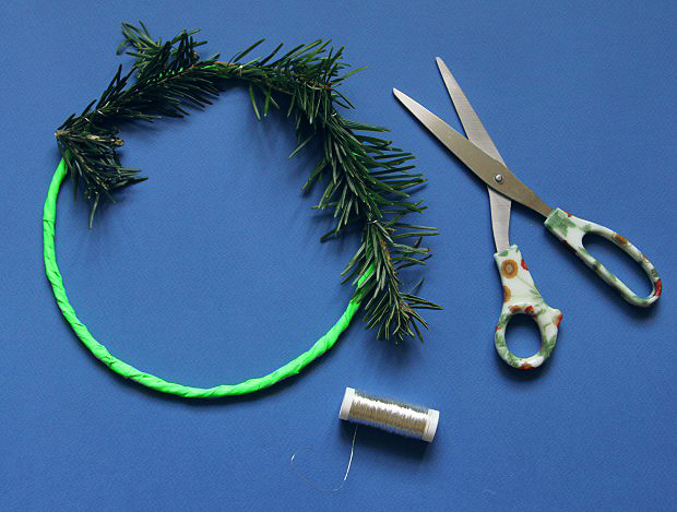 Attach-foliage-to-hoop-with-wire-620x469