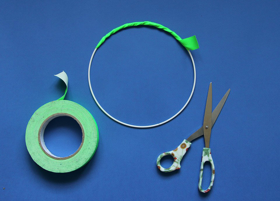 Cover-the-hoop-with-tape-960x691