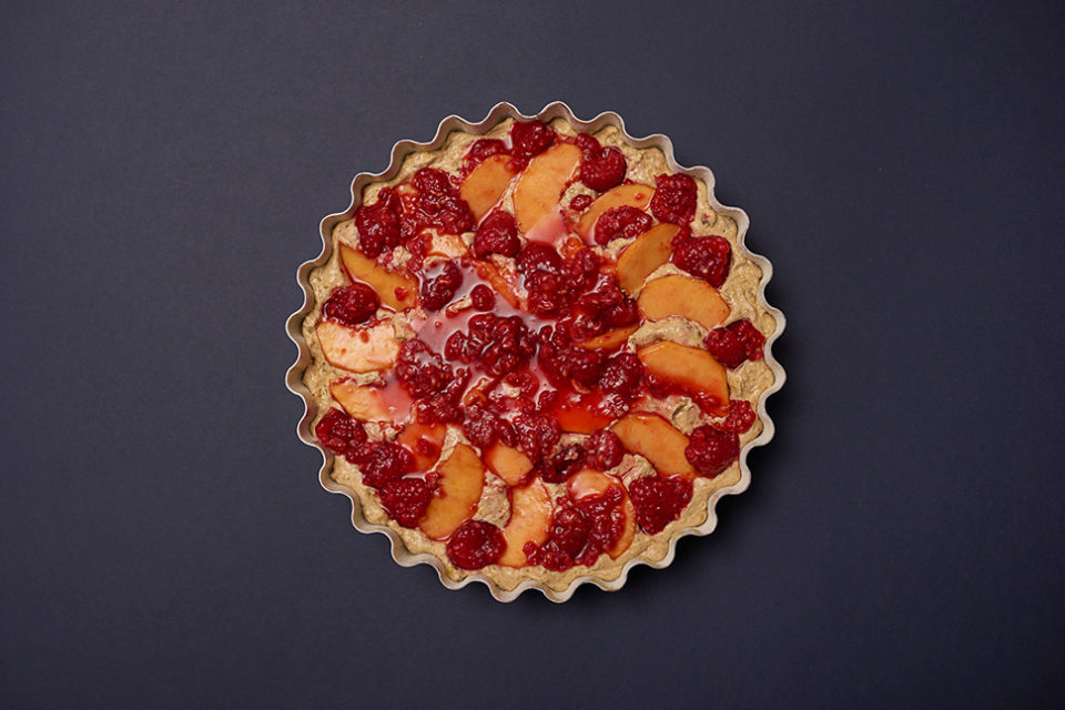 pistachio raspberry 'n' peach cake - step 2